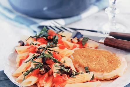 Kaasschnitzel met pasta en tomaten