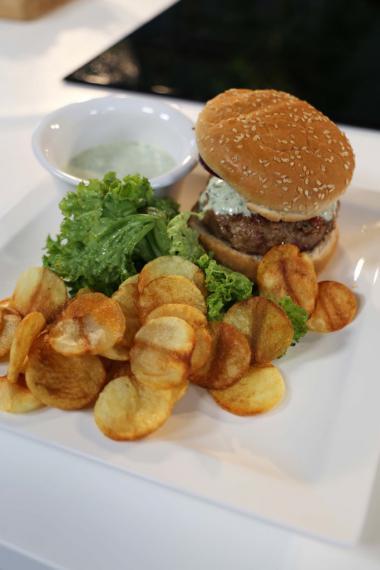 Recept 'hamburger met een fris kruidensausje'