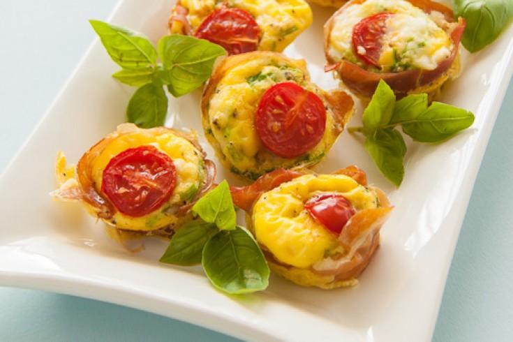Mini taartjes met parmaham, tomaat en feta