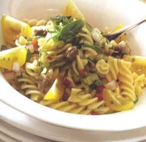 Pastasalade-gekonfijte groenten-basilicumdressing recept ...