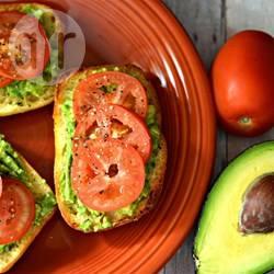 Tomaten-avocado sandwich recept