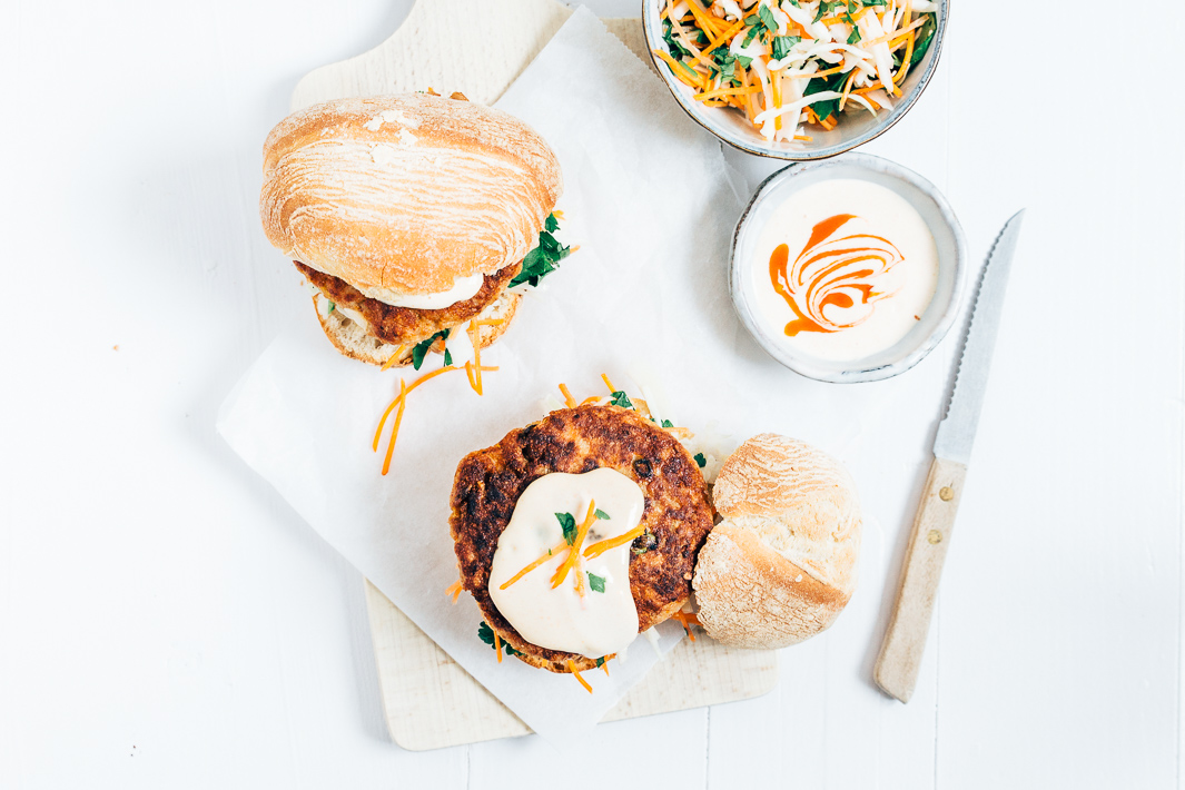 Lichte aziatische kipburger met coleslaw