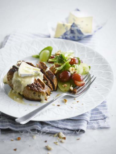 Recept 'rundersteak met druivensalade en blauwe kaas'