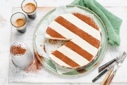 Vanille-kaneelcheesecake met dadel-notenbodem