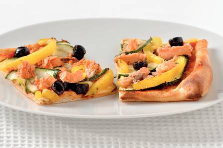 Pizza met courgette en rode zalm