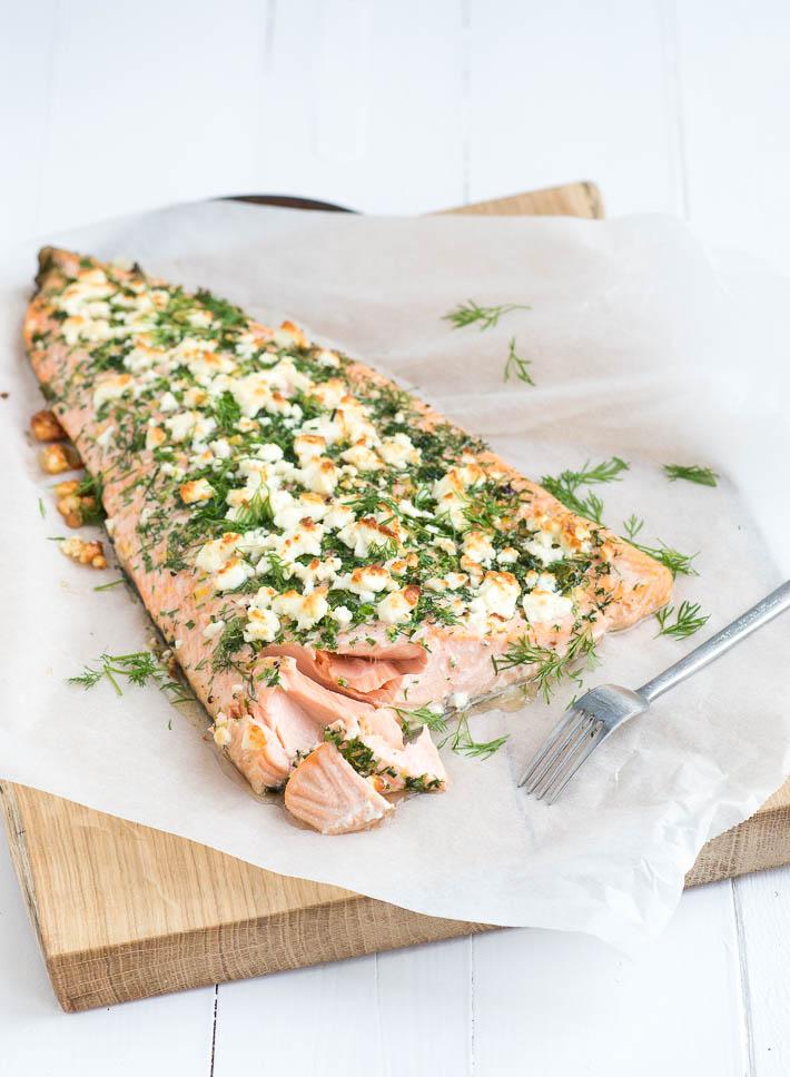 Fresh & easy: hele zalm met kruidenkorst uit de oven
