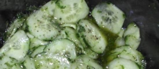 Komkommer met verse koriander dressing recept