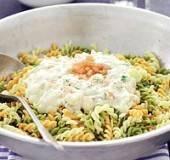 Pasta met zeeduivel, garnalen en saffraansaus recept