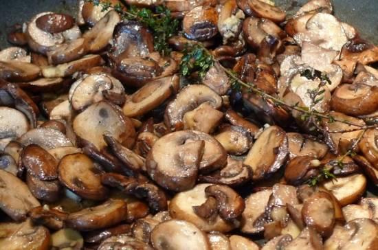 Gebakken paddenstoelen melange voor bij de biefstuk recept ...