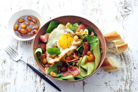 Spinaziesalade met bacon & cashewnoten