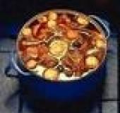 Gestoofd rundvlees met paprika, wortel en knolselderij. recept ...