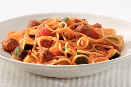 Spaghetti met miniballetjes en courgette