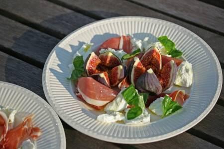 Salade van vijgen, mozzarella en parmaham recept