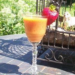 Smoothie van mango, aardbeien en basilicum recept