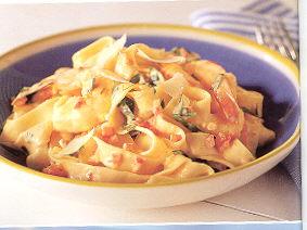 Tagliatelle met heerlijke verse garnalen, tomaten en safraan ...