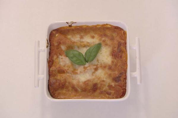Cannelloni met ricotta, spinazie en een bolognaisesaus