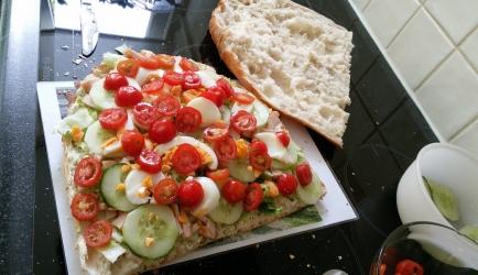 Gevuld turks brood met heks'n kaas, tomaat en ei recept ...