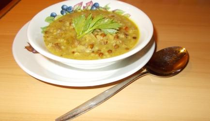 Stevige indiase kerriesoep met rundvlees en rijst pittig en slank ...