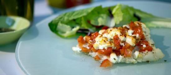 Griekse kabeljauw schotel met tomaten en fetakaas recept ...