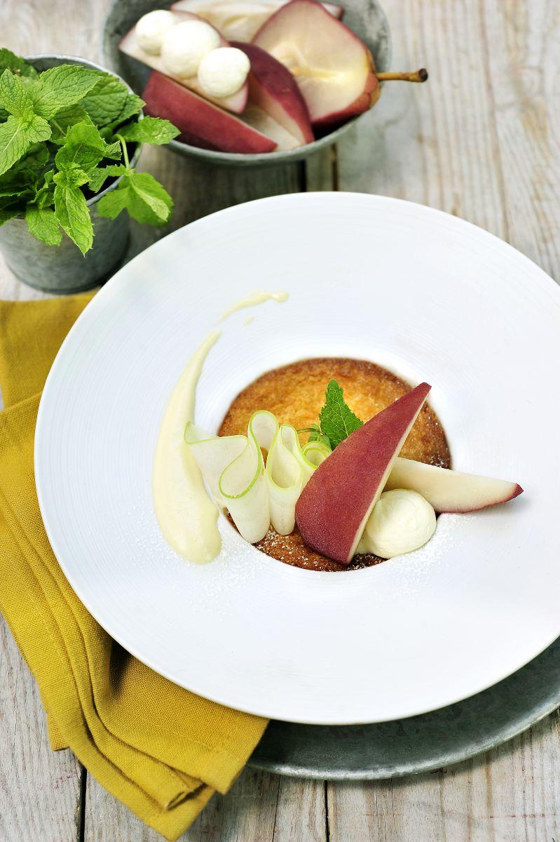 Recept 'stoofpeertjes met amandelcrème en sabayon van kaneel ...