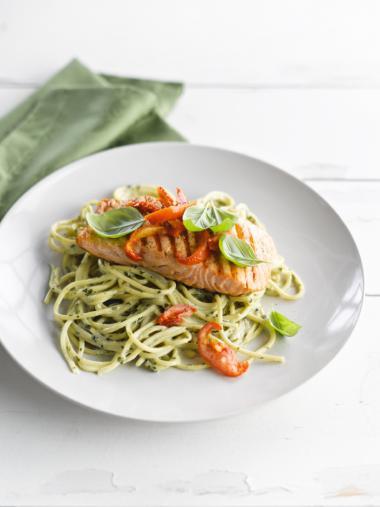 Recept 'spaghetti met romige pesto en geroosterde zalm'