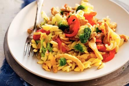 Fusilli met kip en gegrilde paprika