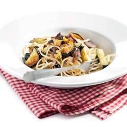 Siciliaanse spaghetti met aubergine en ansjovis recept
