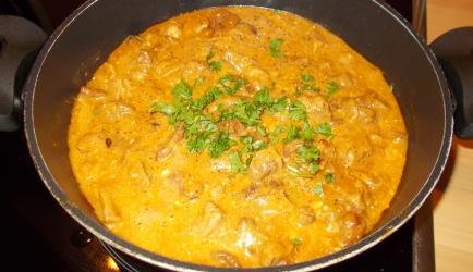 Hongaars stoofpotje van hamlappen spek en paddenstoelen ook ...