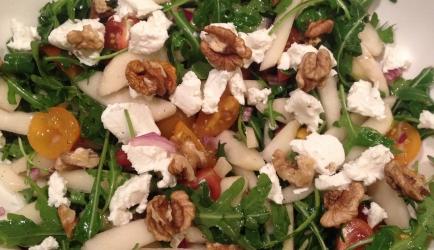 Frisse salade met rucola, peer en geitenkaas recept