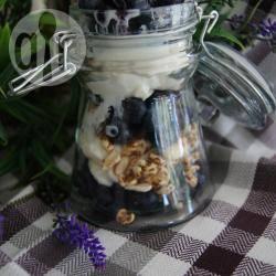 Yoghurtijs met bosbessen recept