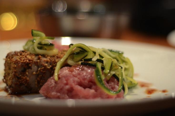 Gegrilde tonijn met tonijntartaar en courgetti
