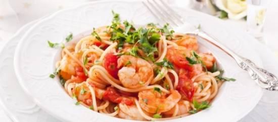 Pasta met gamba's, knoflook, tomaat en rucola recept