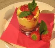 Trifle met rood fruit en custard. recept