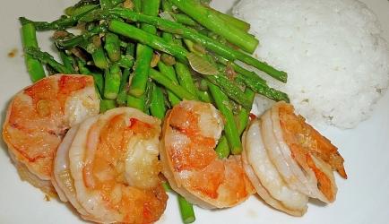 Groene asperges met grote garnalen op thaise wijze recept ...