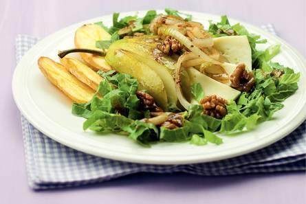 Herfstsalade met peer, walnoten en kaas