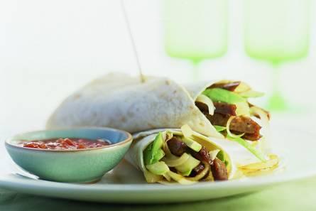Tortilla met avocado en beefburger