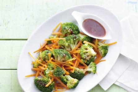 Broccoli en wortel met gember-chilisaus