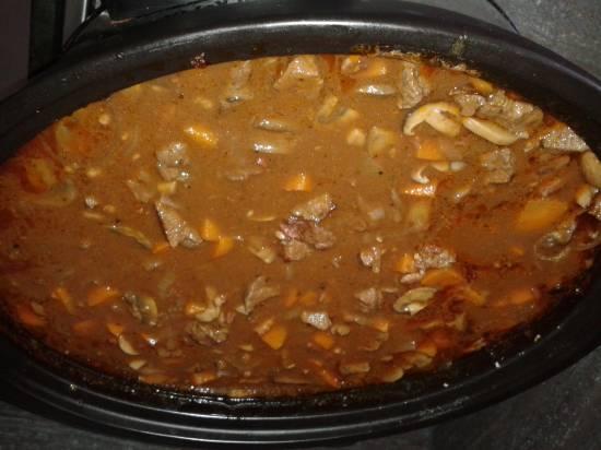Herfst: stoofpot rundvlees met paddenstoelen in wijn recept ...
