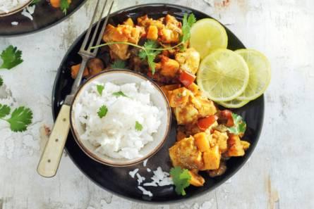 Zoete-aardappelcurry met witvis
