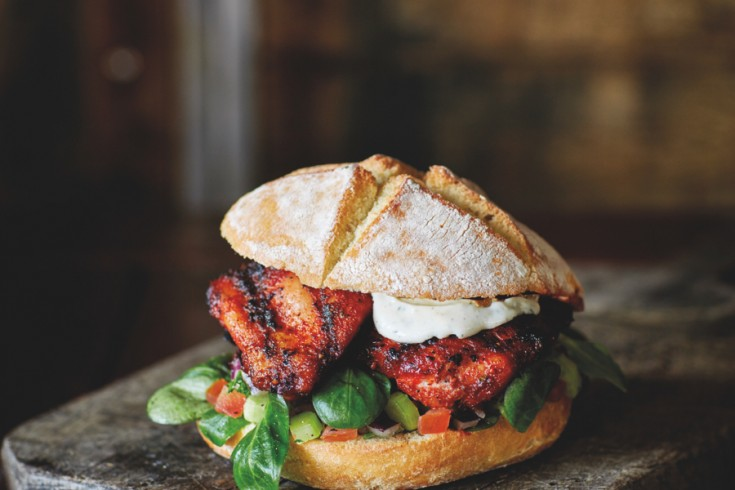 Smokey chicken sandwich van de bbq