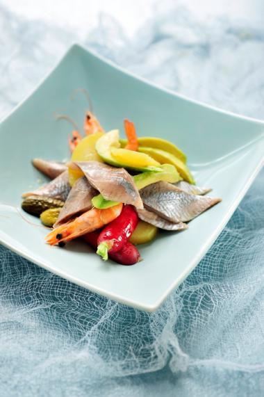 Recept 'salade met maatjes en reuzegarnalen'