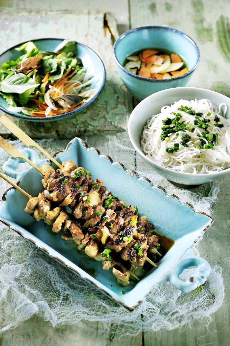 Recept 'bun cha, gegrild spek met rijstvermicelli, slaatje en vissaus ...