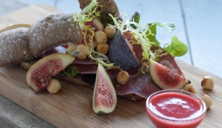 Open sandwich met herfstsalade en hertenham recept