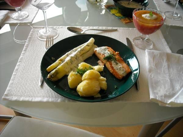 Asperges met zalm en dilleroomsaus recept