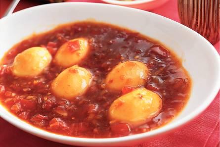 Telor boemboe bali  gekookte eieren in chilisaus