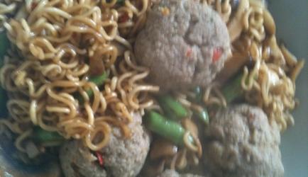 Chinese eiermie met snijbonen en kipgehakt recept