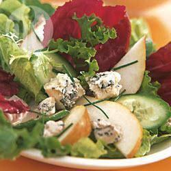 Gemengde salade met peren en blauwe kaas recept