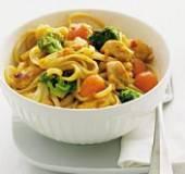 Bami met groenten en kip recept