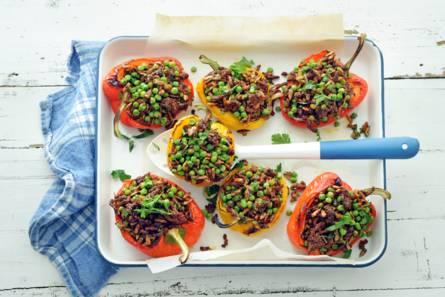 Paprika's gevuld met tuinerwten en gehakt