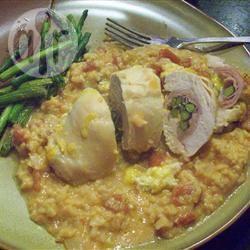 Gevulde kipfilets met parmezaanse kaas-rijst recept